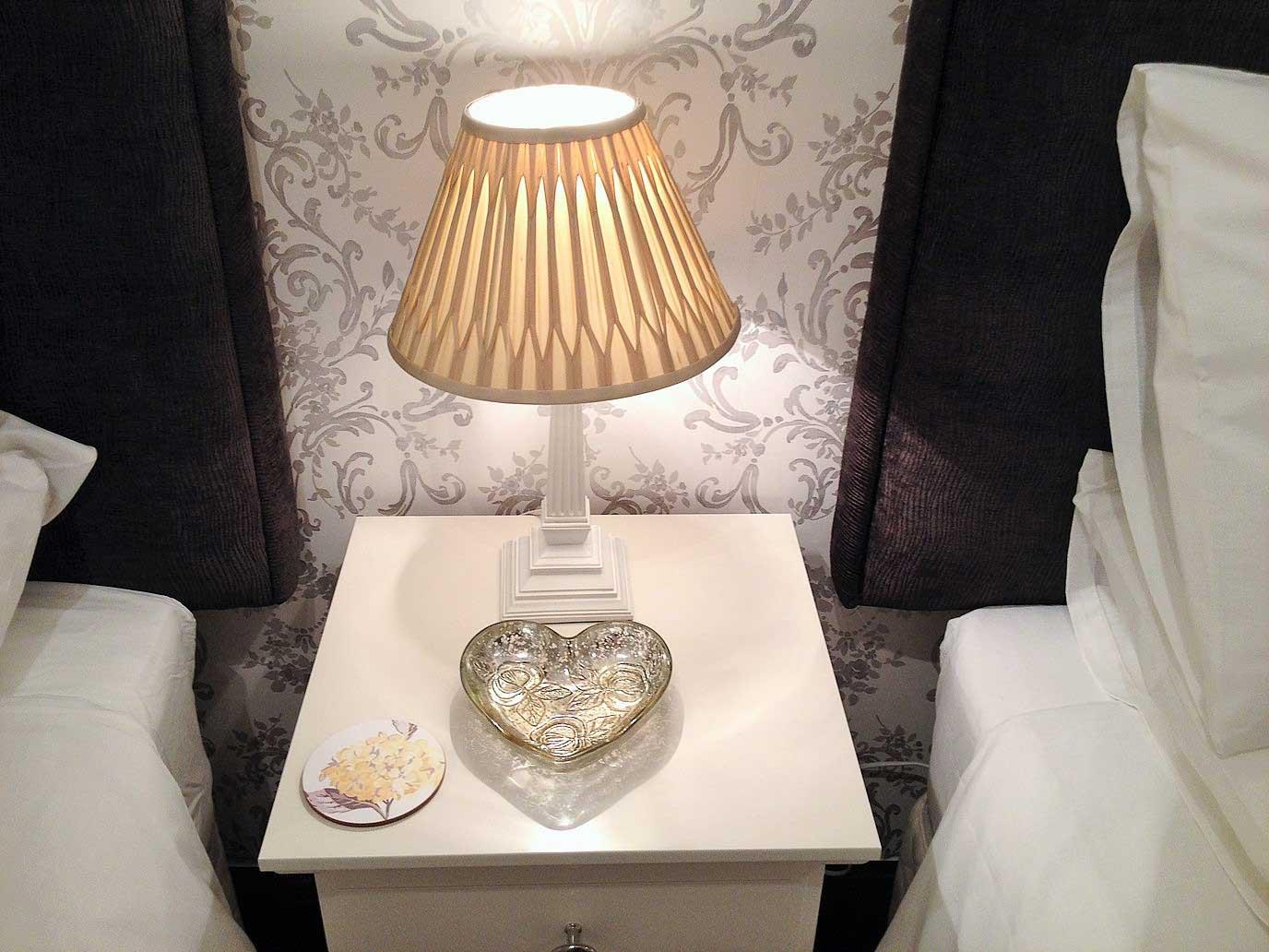 bedside-lamp-in-twin-room
