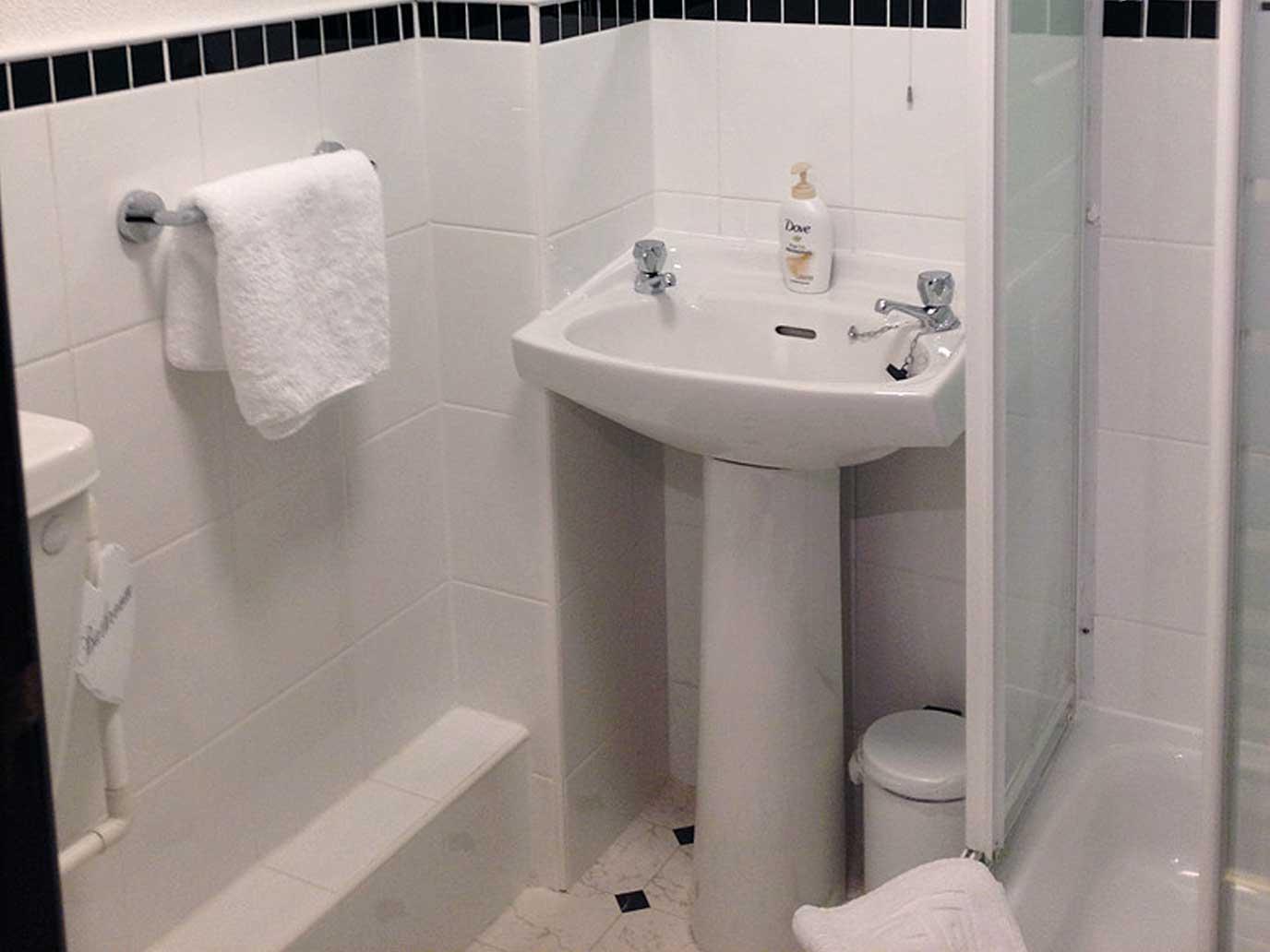 private-en-suite-bathroom